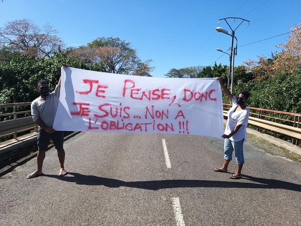 Manifestation contre l'obligatin vaccinale à Nouméa